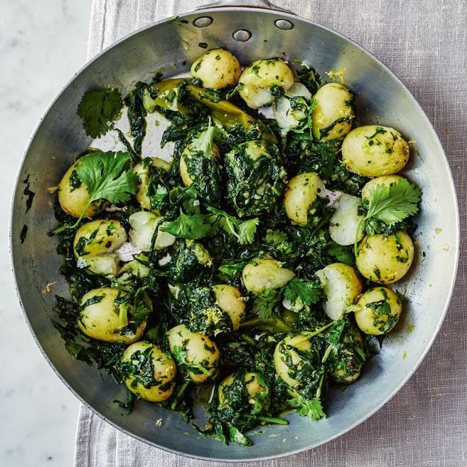 Быстрый веганский карри со шпинатом и картофелем