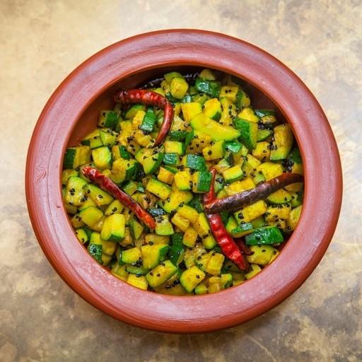 Простой сабджи по-бенгальски с кабачками