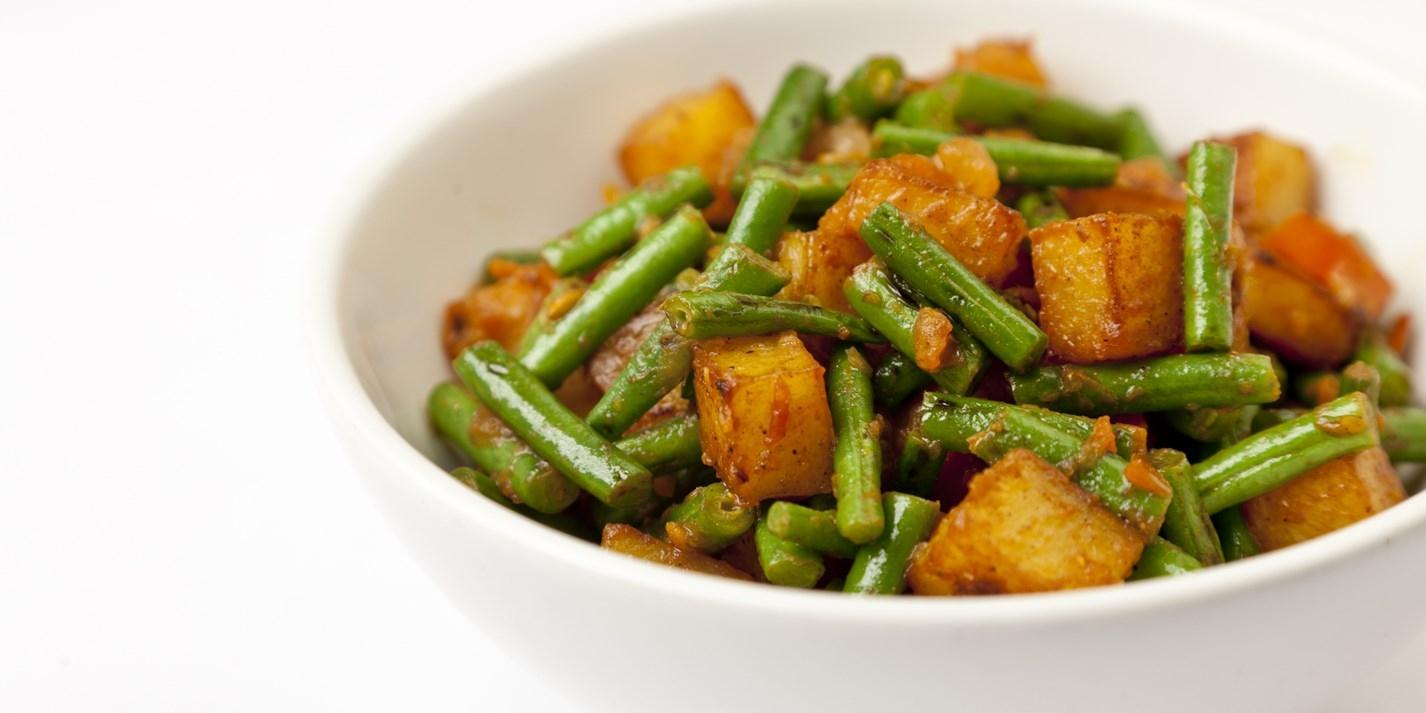 Картофельный карри с зеленой фасолью
