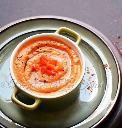Хумус с жареной красной паприкой
